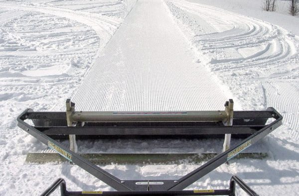 wide trail snow groomers