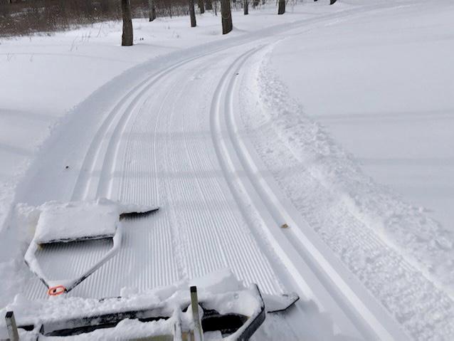 Ultra lighweight snow groomers